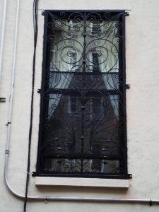CUSTOM IRON SINGLE WINDOW GATE