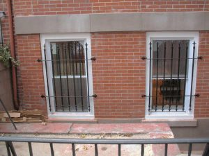 SINGLE WINDOW SPEAR GATES